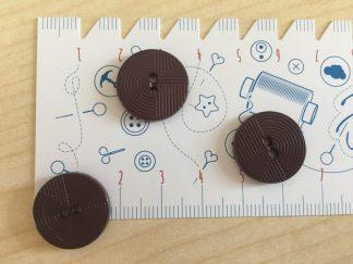 Knopf mit streifen , 18 mm - braun
