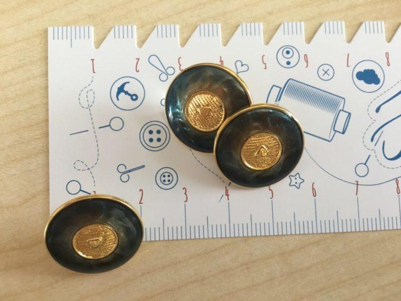 Knopf mit Blauschimmer , 20 mm - gold